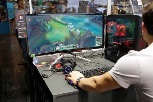AOC представляет новые игровые мониторы на gamescom 2018