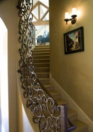 Каждый дом начинается с лестницы...