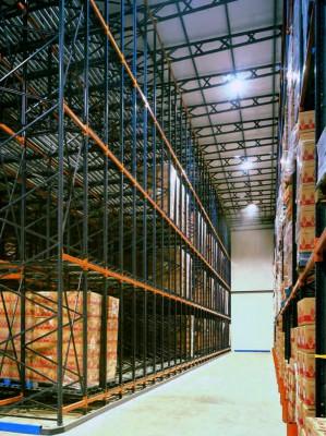 Самонесущие паллетные стеллажи - экономия при организации складских помещений.